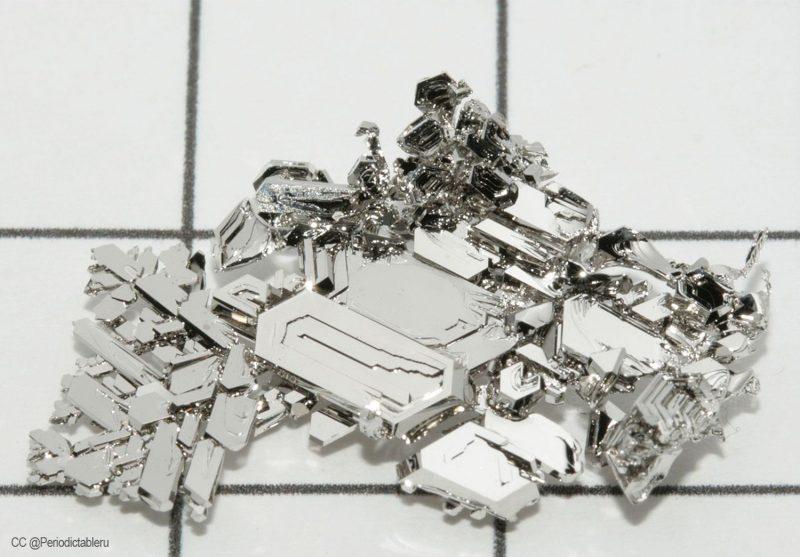 Tas de métal platine